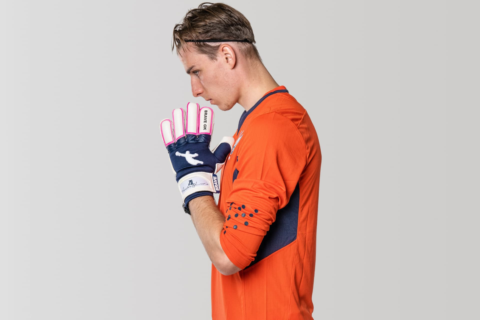 Andrii Lunin plays in the gloves of Brave GK Unique - shop Brave GK