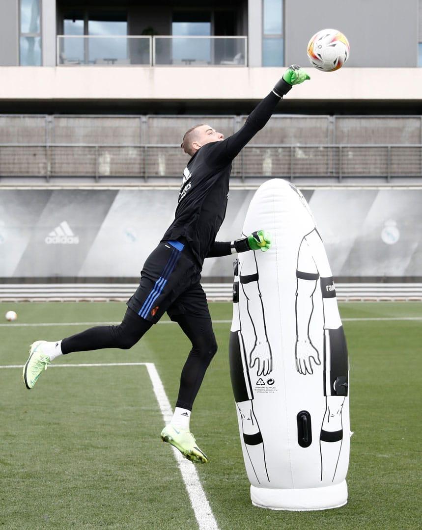 Brave GK Andrey Lunin