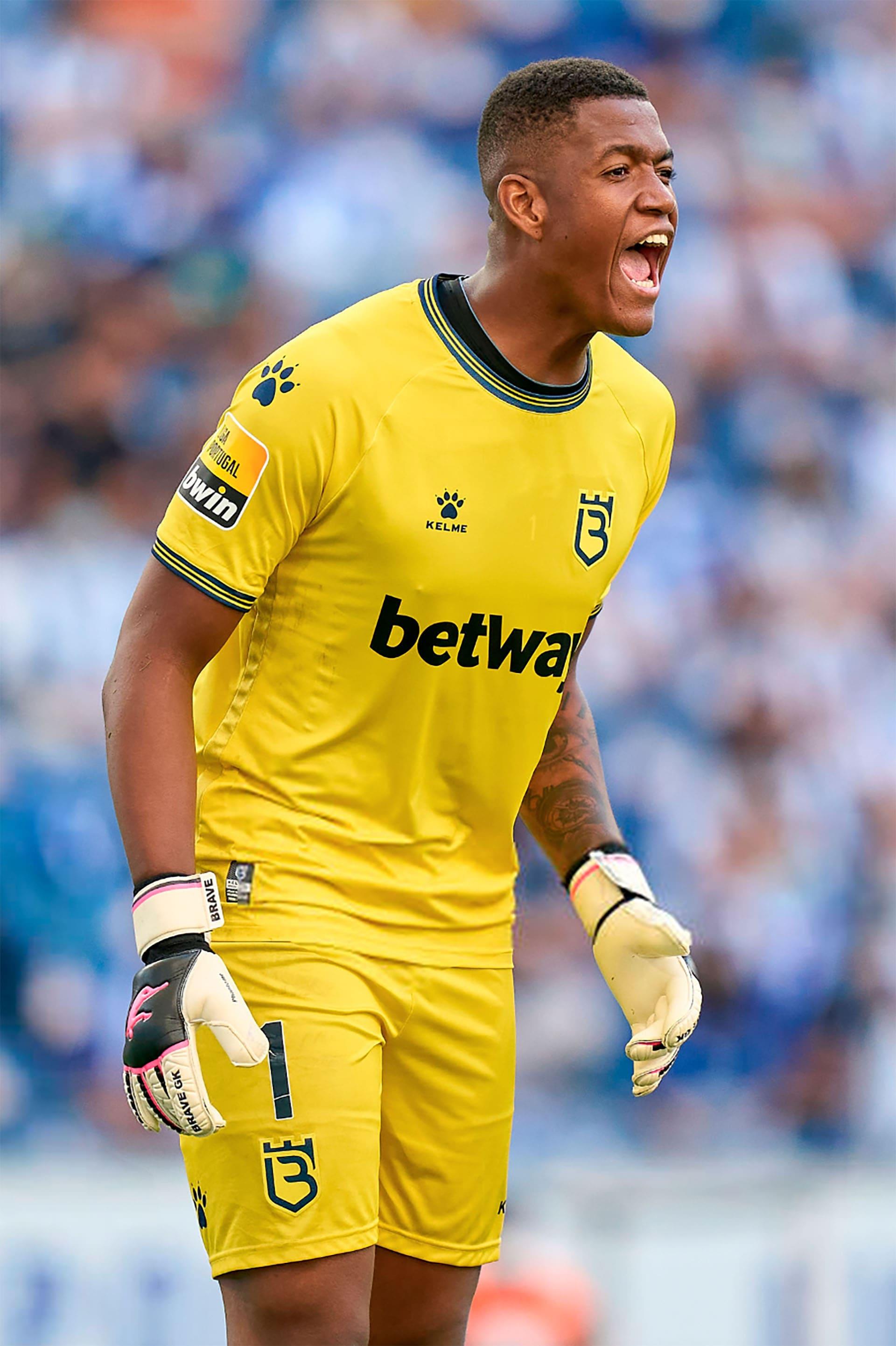 in 2021, Luis Filipe became a player of the Lisbon team Belenenses - shop Brave GK