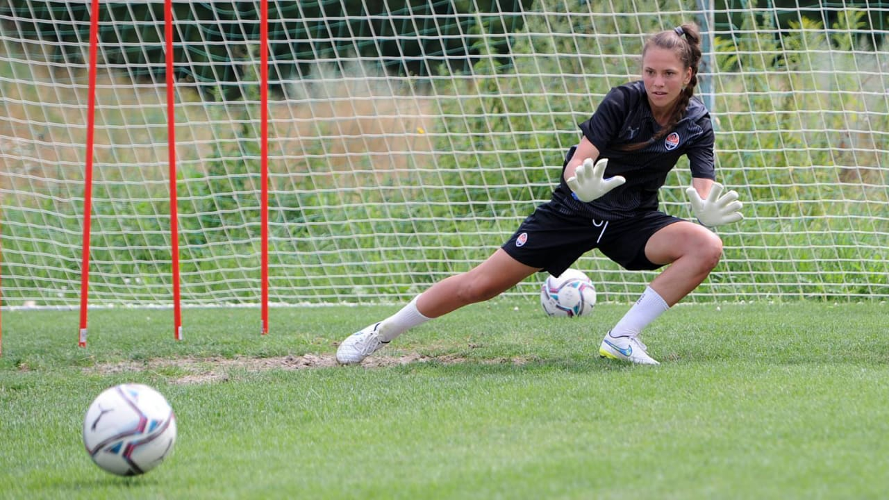 Victoria Petrovets - goalkeeper of the women's team - the official online store Brave GK
